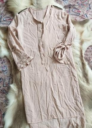 Плаття кольору пудри оверсайс перед коротший а зад довший 14-16