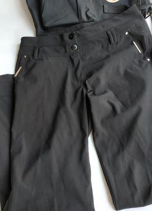 Чёрные брюки , кдассика .