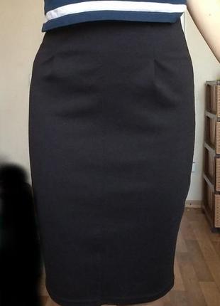 Классическая черная юбка c молнией сзади