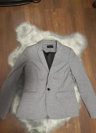 Новый стильный пиджак в клетку