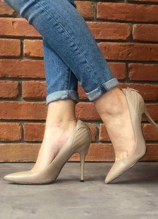 Туфли guess на каблуке, 37 размер