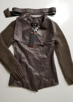 Кожаная куртка с вязаными рукавами