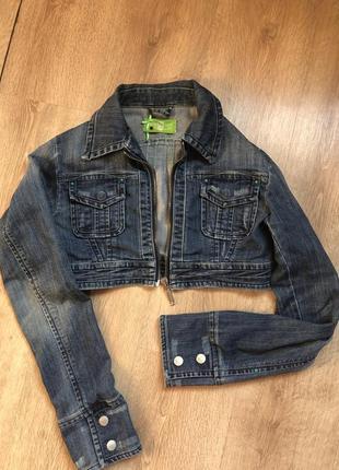 Стильна коротка джинсова куртка