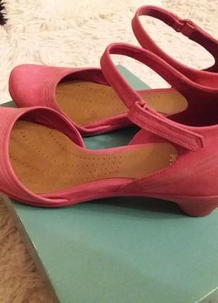 Кожаные удобные туфли босоножки  сlarks