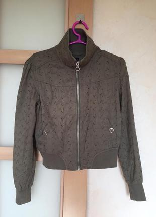 Лёгкая короткая осенняя курточка-бомбер с перфорацией 🌟