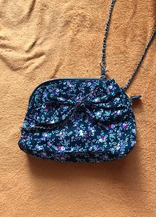 Женская сумка с ремешком