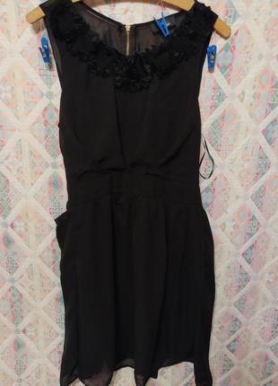 Красивое черное шифоновое платье с розами