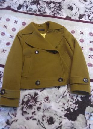 Стильное полупальтишко оливкового цвета пальто весна