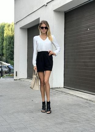 Комбинезон стройнит шортами деловой школьный белые верх-черный низ