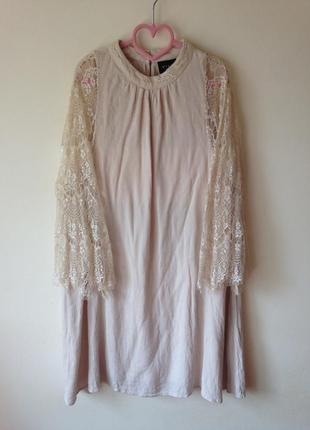 Бежева сукня під шию з мережевними рукавами