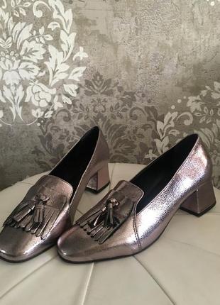 Кожаные , блестящие туфли