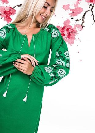 Льняное вышитое платье в бохо стиле