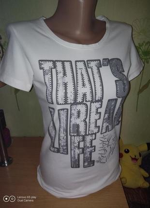 Классная футболочка от iguana в идеале -xxs-xs