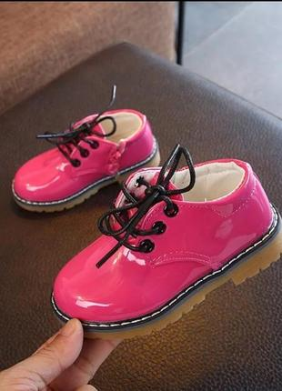 Ботинки модные лаковые туфли