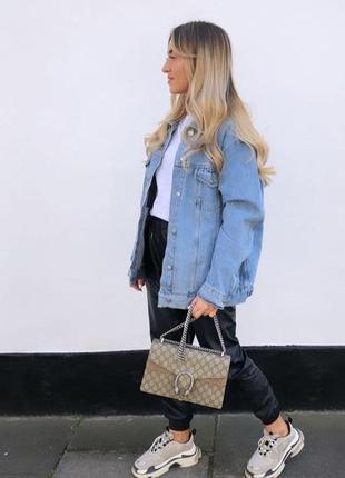 Джинсовка,джинсовая куртка,рваная с надписями,удлинённая потёртая