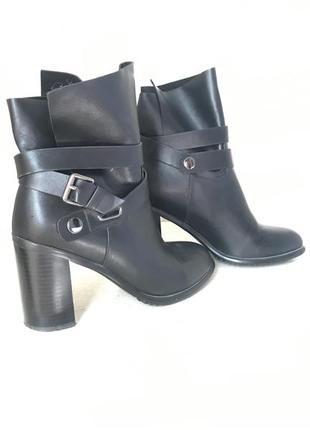Стильные ботинок