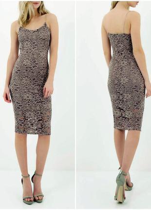 Стильное кружевное платье миди по фигуре на тонких бретелях