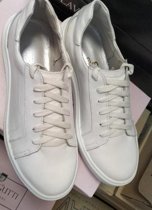 Белые кожаные кеды ,размер 39