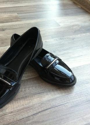 Лакированные балетки лоферы туфли черные bershka