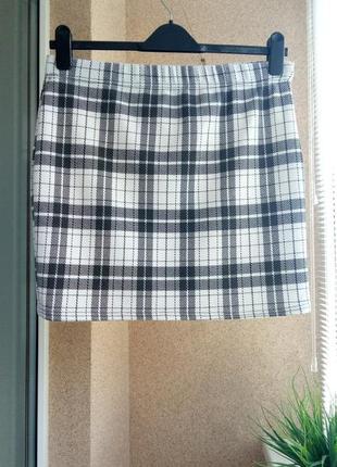 Стильная трикотажная юбка мини в клетку