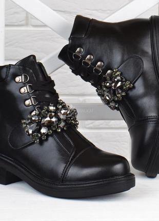 Ботинки в стиле zara женские на устойчивом каблуке sopra турция с камнями черные на молнии