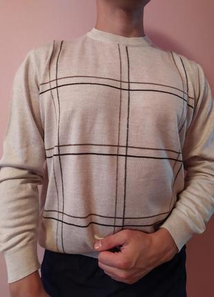 Тонкий бежевый свитер