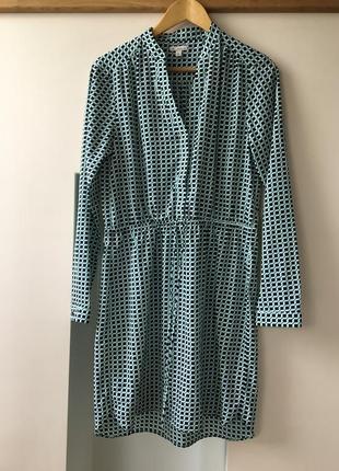 Платье-рубашка мятного цвета с темно-синим узором и длинным рукавом