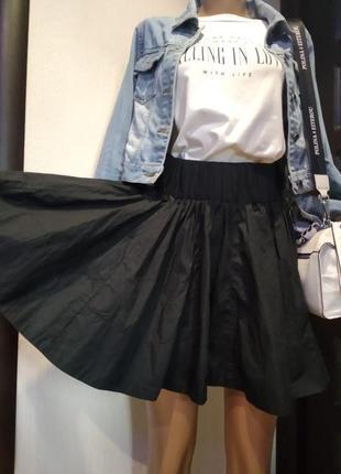 Стильная пышная юбка мини черная на широкой резинке