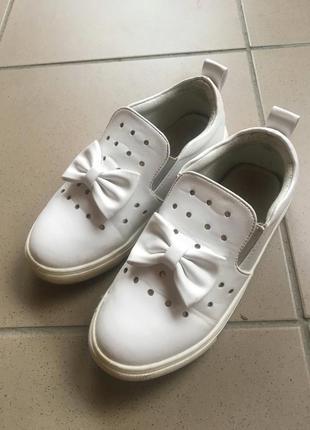 Туфли ,лоферы кожаные белые