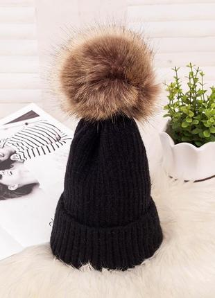 Красива в'язана шапка з помпоном вязаная шапка 13227