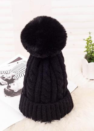Красива в'язана шапка з помпоном вязаная шапка 13228