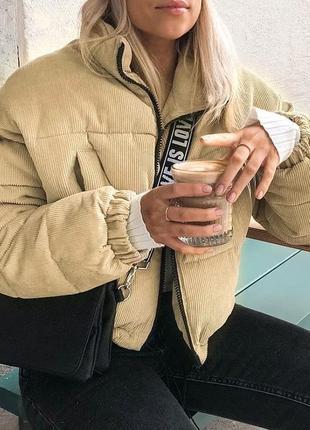 Вельветовая укороченная курточка на осень