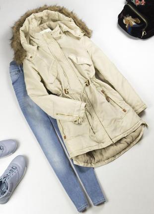 Крутая тёплая зимняя парка с капюшоном и мехом бежевая теплая куртка на флисе xs s