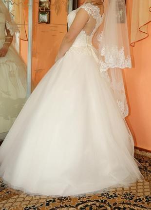 Весільна сукня.  розмір 42.