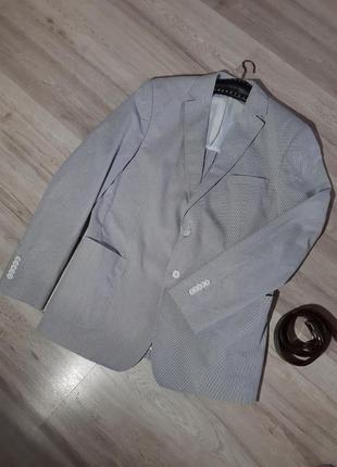 Классический пиджак в мелкую полоску