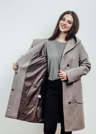 Нежно розовое женское пальто с капюшоном {46-56}6 фото