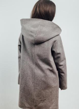 Нежно розовое женское пальто с капюшоном {46-56}7 фото