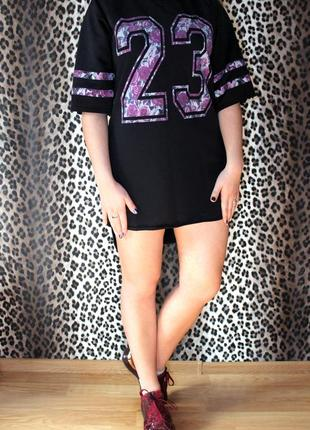 Очень красивое спортивное платье с цифрой из цветов от бренда cameo  rose
