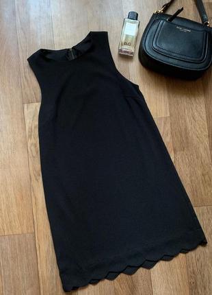 Маленькое черное платье-майка
