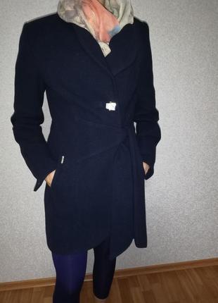 Темно-синие пальто