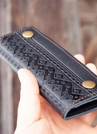 Ключница кожаная черная мужская на 6 карабинов с народным орнаментом