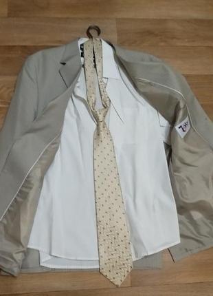 Костюм из рубашки и пиджака