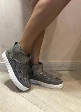 Ботинки, высокое кеды.