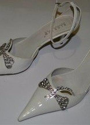 """""""goodbye summer 4 за 100"""" белые кожаные туфли blossem на не большом каблуке"""