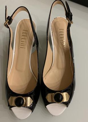 Элегантные женские туфли