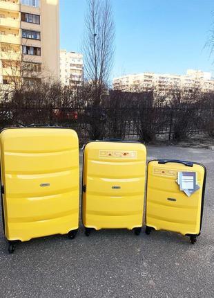 Супер цена! комплект чемоданов из полипропилена франция премиум сегмент комплект валіз