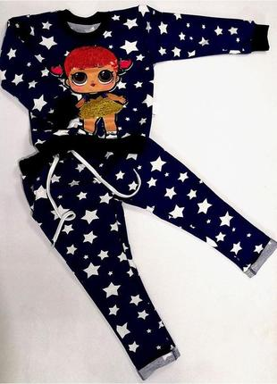Детский костюм с красивыми нашивками пайетками