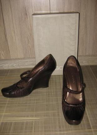 Фирменные лаковые туфли на танкетке nursace кожа 38 р-р