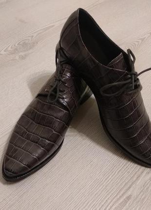 Женские классические туфли  натуральная кожа  ,принт кожа крокодила,filippa k