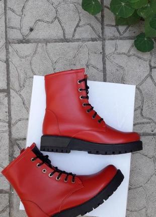 Скидка!!!кожаные ботинки зимние и демисезонные подошва танкетка красные